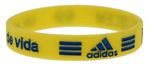 silicone armbandjes met gegraveerde tekst die is ingevuld met kleur