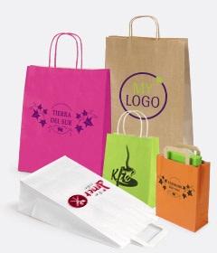 papieren tasjes met logo